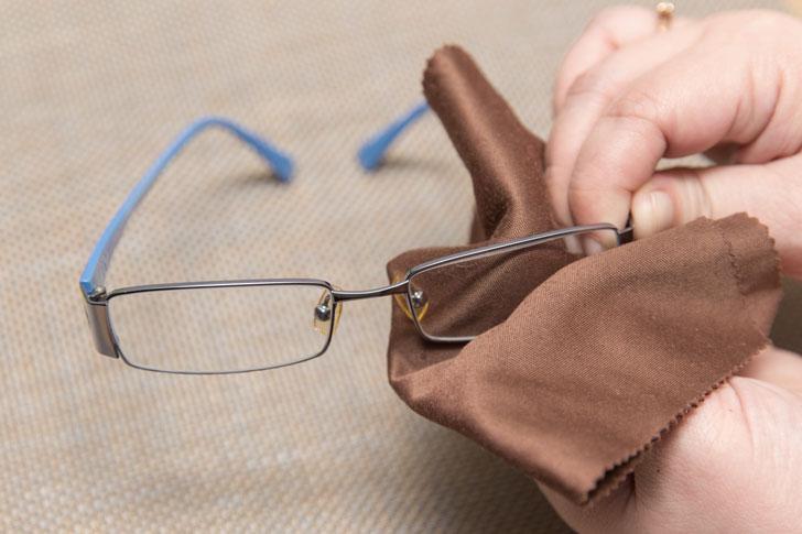 Как убрать царапины с очков с пластиковыми и стеклянными линзами