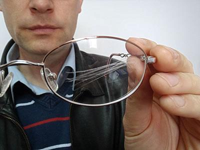 Царапины на стеклянных очках
